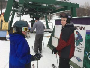 skiiers ready to get on chair lift