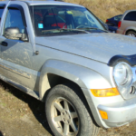 2006 Jeep Liberty front passengers side view